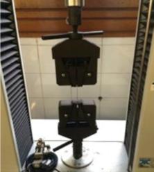 A elasticidade do cabelo foi testada utilizando uma máquina de teste de tração através da medida do máximo alongamento antes de romper